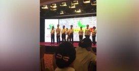 Chine : des employés prennent une fessée pour mauvaises performances