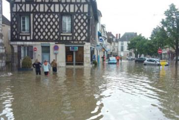 France : La Seine déborde sur les quais à Paris