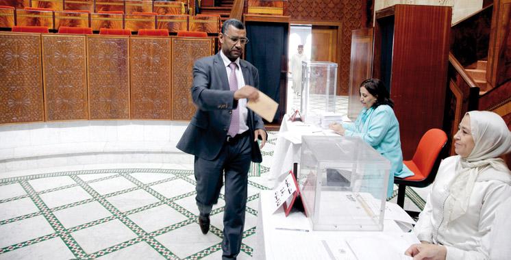 Le Parlement élit six membres de la Cour constitutionnelle