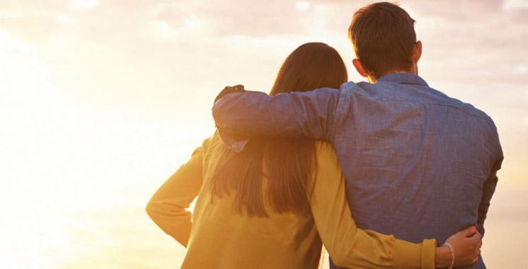 Il entretient une relation amoureuse avec l'épouse de son chef