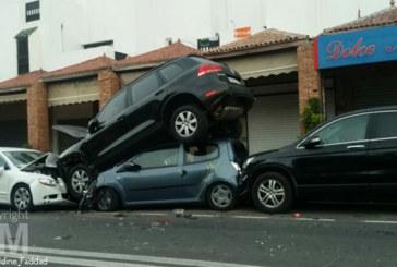 Accident insolite : un mille feuilles de voitures à Agadir