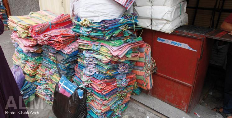 20 tonnes de sacs en plastique fabriquées clandestinement saisies à Deroua