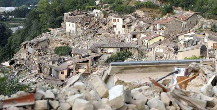 Séisme en Italie: au moins 247 morts, selon un nouveau bilan