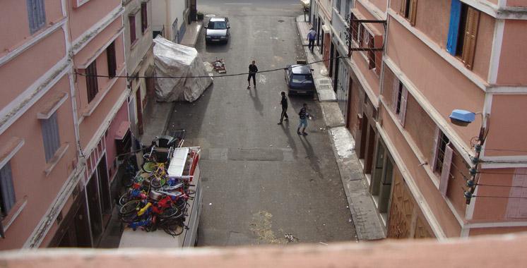 Un repris de justice tombe du haut d'un immeuble