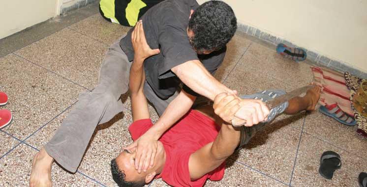 Nador : Pour un simple malentendu,  il crible le corps de son voisin de coups de couteau