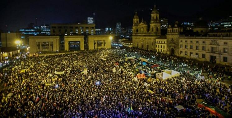 Colombie: des dizaines de milliers de personnes marchent pour la paix