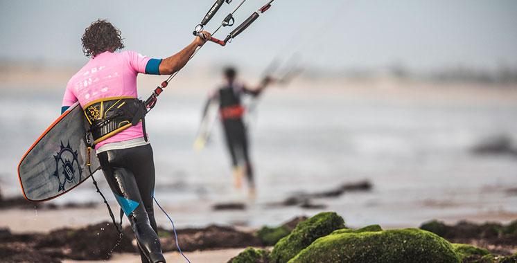 Des athlètes scandinaves à la découverte des potentialités du surf dans le sud marocain