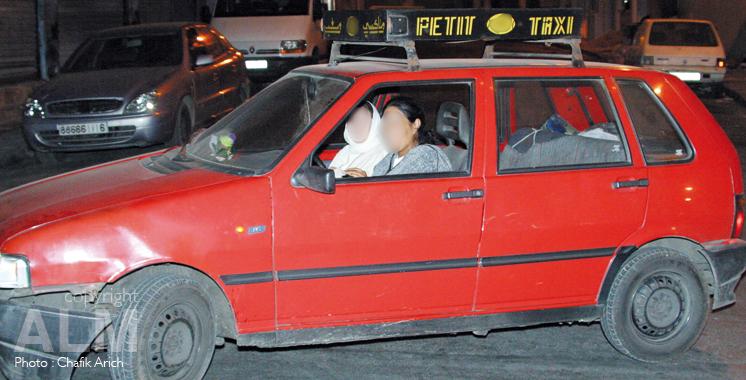Portrait: Voyage avec une taxi woman