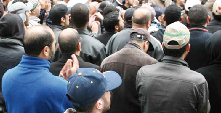 Les ouvriers et fonctionnaires des collectivités locales en grève