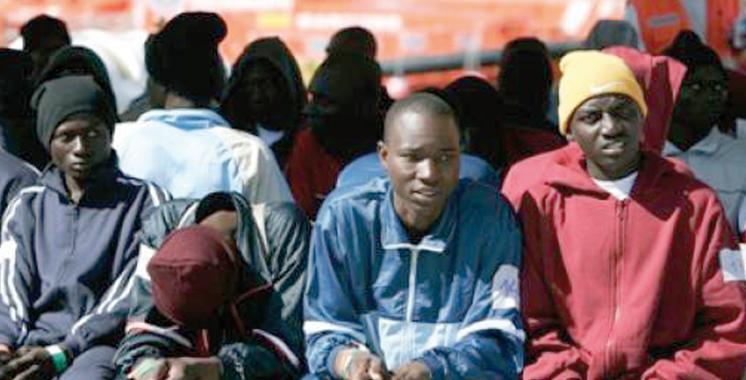 Une embarcation de migrants subsahariens en difficulté secourue au large de Dakhla