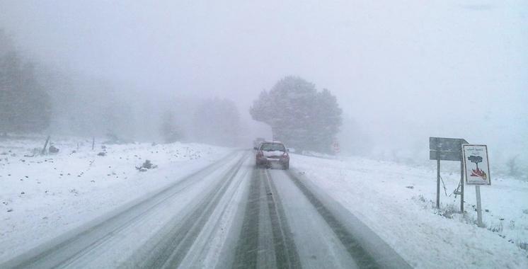 Chutes de neige et crues: 10 sections de routes coupées