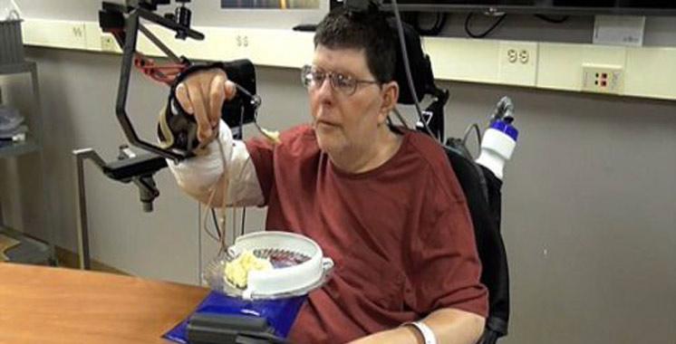 Etats-Unis : Un tétraplégique retrouve l'usage de son bras et de sa main