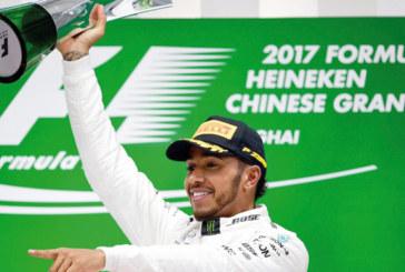 F1 – GP de Chine: Lewis Hamilton s'impose en cavalier seul