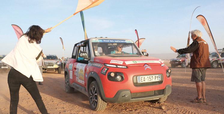 Les participantes à la 27ème édition fêtent leur arrivée à Essaouira: Dernière étape du Rallye Aïcha des Gazelles