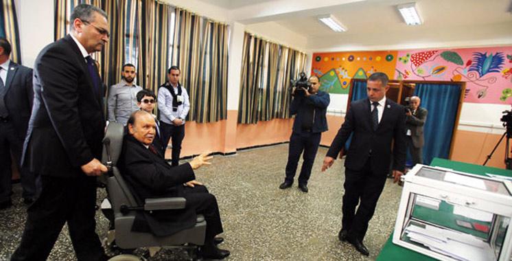 Vidéo : Bouteflika a voté en fauteuil roulant