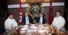 Vidéo : Le Roi Mohammed VI offre un iftar en l'honneur du chef du gouvernement tunisien