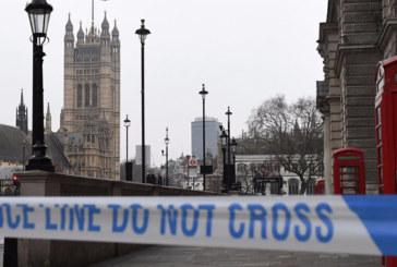 Londres : Arrestation d'un homme armé d'un couteau devant le Parlement