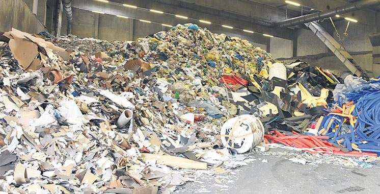 Collecte des déchets ménagers à Laâyoune : Installation de nouveaux bacs enterrés