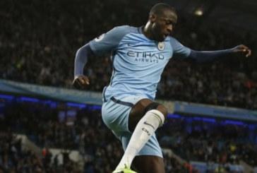 Angleterre: Yaya Touré prolonge avec Manchester City