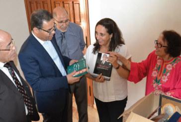 Don : La bibliothèque de Feu Larbi Messari offerte à la Chaire de la déontologie à l'ISIC