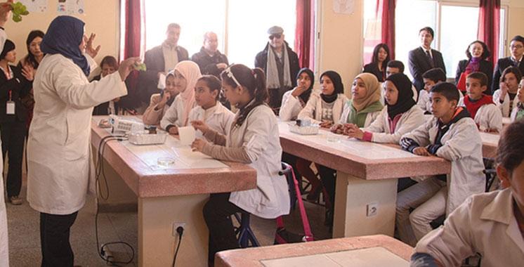 Education nationale : Le port des blouses blanches proposé aux enseignants