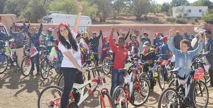 Le Rotaract Club Hippocrate fait don de 60 vélos  aux collégiens d'Inmintlit