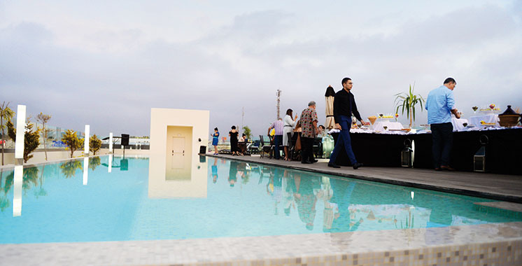 Kenzi sidi Maarouf ouvre son Rooftop : Une piscine azure au top  de la métropole
