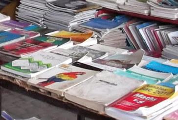Les bouquinistes s'insurgent contre le changement des manuels scolaires