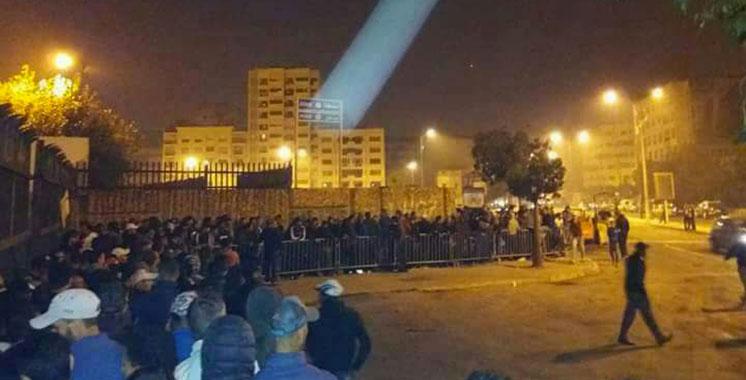 Files d'attentes impressionnantes pour l'achats des tickets du match WAC / Al Ahly