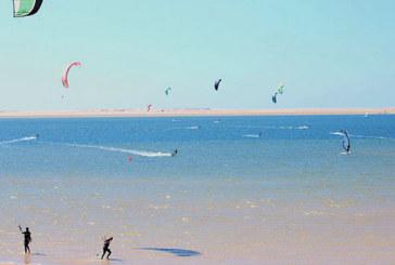 Des kitesurfers marocains et africains mesurent leur sportivité à Dakhla