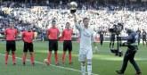 Real Madrid : Ronaldo présente son 5è Ballon d'or au stade Bernabeu