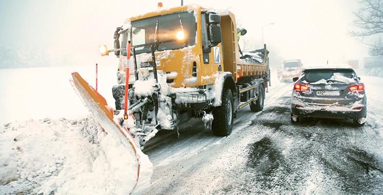 La neige fait des dégâts : 38 routes coupées et 900 écoles fermées !