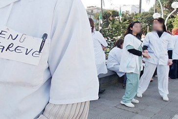 Les médecins grévistes protestent  contre les retenues sur salaire