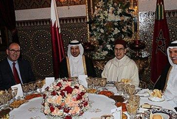 SM le Roi offre un dîner en l'honneur du Premier ministre et ministre de l'Intérieur du Qatar
