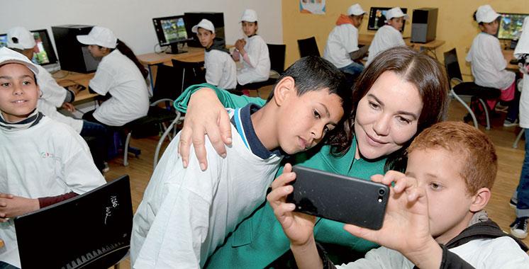 SAR Lalla Hasnaa rend visite à une Éco-École près de Rabat