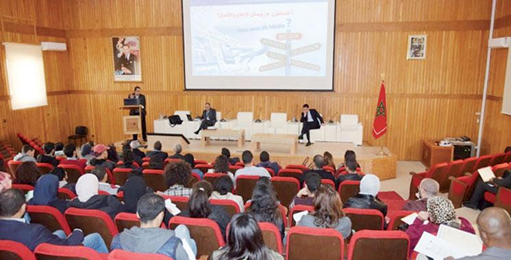 En mode conférencier à l'université: Jamal Eddine Naji éclaire sur le passage à l'autorégulation