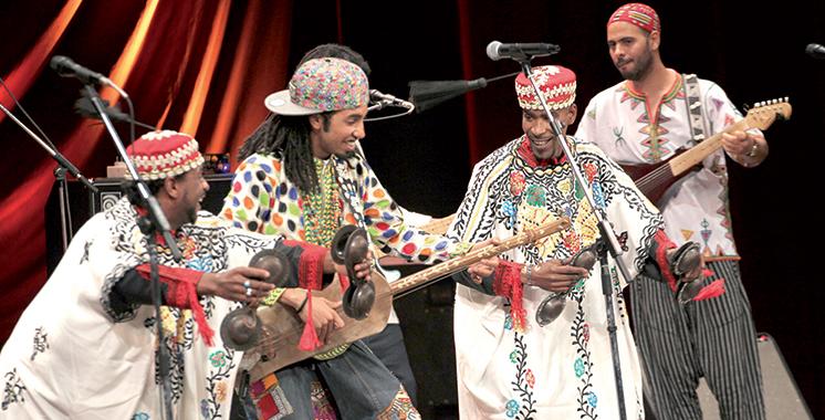 Festival de la Médina : L'artiste gnaoui Mehdi Nassouli enflamme la scène du théâtre de Tunis
