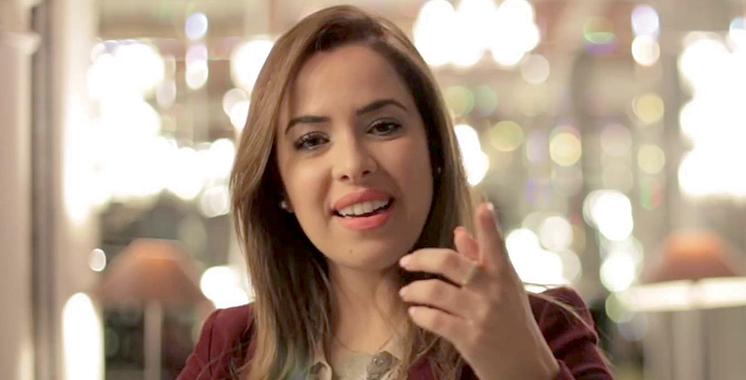 Sanaa Marahati revisite «Ahna Jinak» : Distribuée par Hamid Daoussi et tournée en vidéoclip