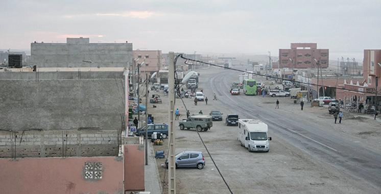 Fassi Fihri s'informe de l'état d'avancement des projets d'habitatà Terfaya