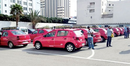 Casablanca : Des conducteurs de taxis transportent gracieusement des malades