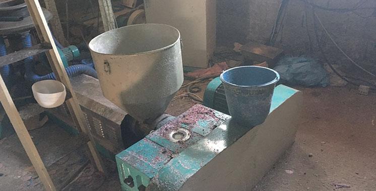 Un atelier clandestin de fabrication de sacs en plastique démantelé