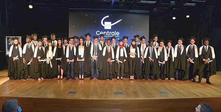 L'ECC célèbre la remise des diplômes de sa première promotion d'ingénieurs