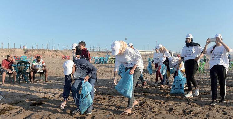 Initiative éco-citoyenne pour une plage propre à Ain Diab