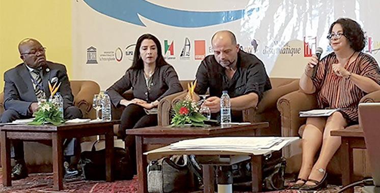 48es Assises de l'Union internationale de la presse francophone : Latifa Akharbach anime une table ronde