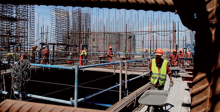 Chantiers de construction : Faut-il suspendre les travaux ?