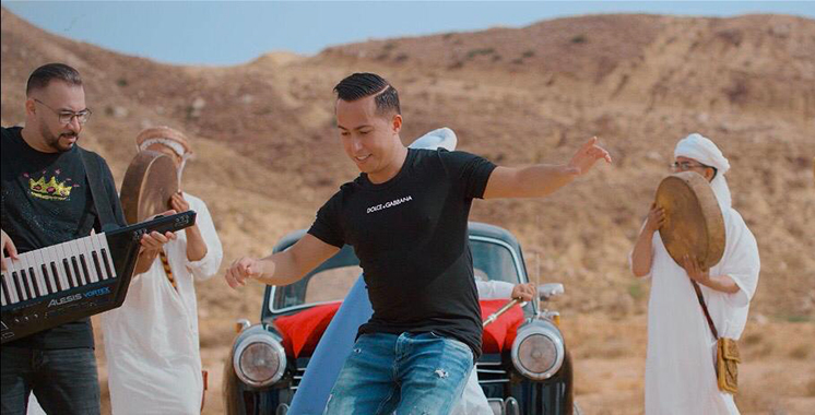Aymane Serhani chante en rythmes «Reggada»