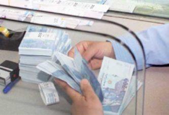 Retrait d'argent des banques : 3,5 milliards DH sortis en une journée
