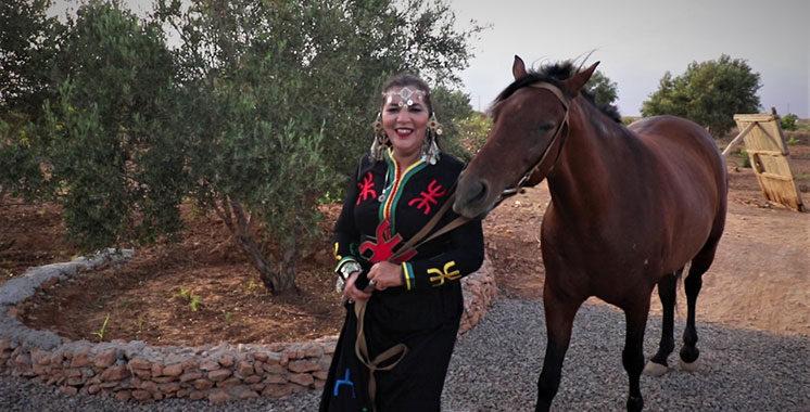 Dans son nouveau clip : Fatima Tabaamrant chante l'amazighité