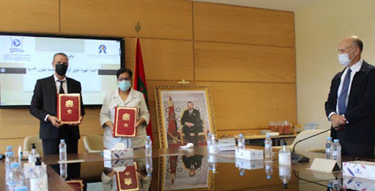 Signature à Tanger d'une convention de partenariat entre la CRDH et l'UAE